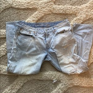 American Eagle Light Wash Ripped Capris
